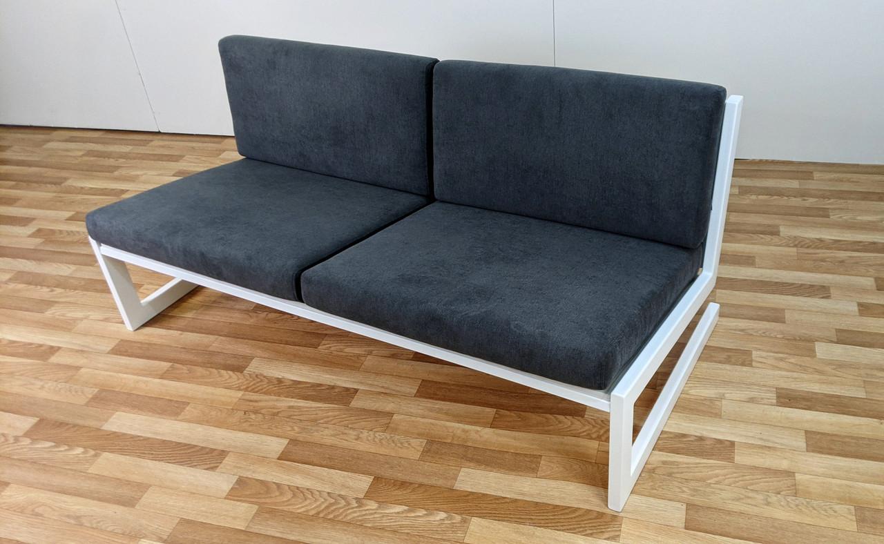 """Сірий диван """"SOFT"""" в стилі LOFT з білого металу і тканини"""