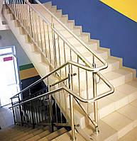Огорожа маршових сходів поручнями з нержавіючої сталі з вертикальним заповненням