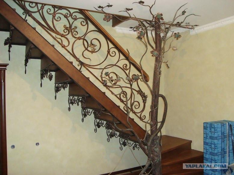 Кованые лестницы в интерьере дома