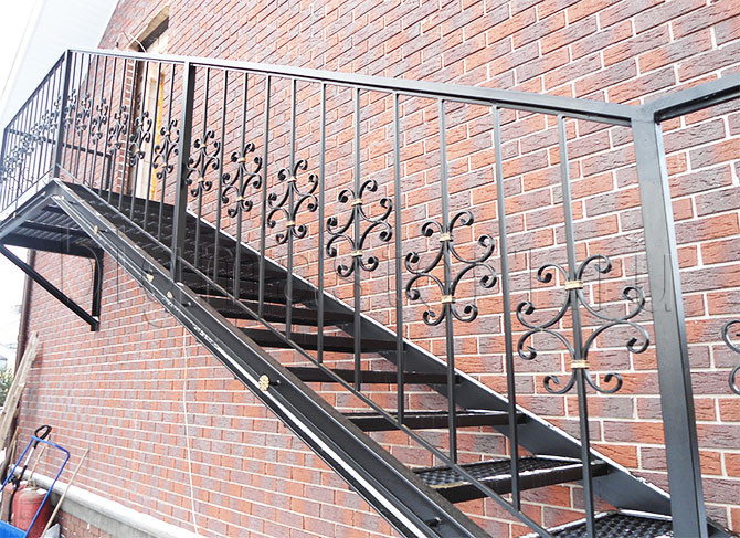 Кованые лестницы в деревянном доме