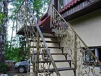Лестницы скрытый каркас с кованным ограждением