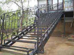 Лестница металлическая деревом