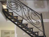 Лестница с элементами ковки