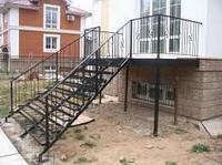 Лестница с кованными балясинами