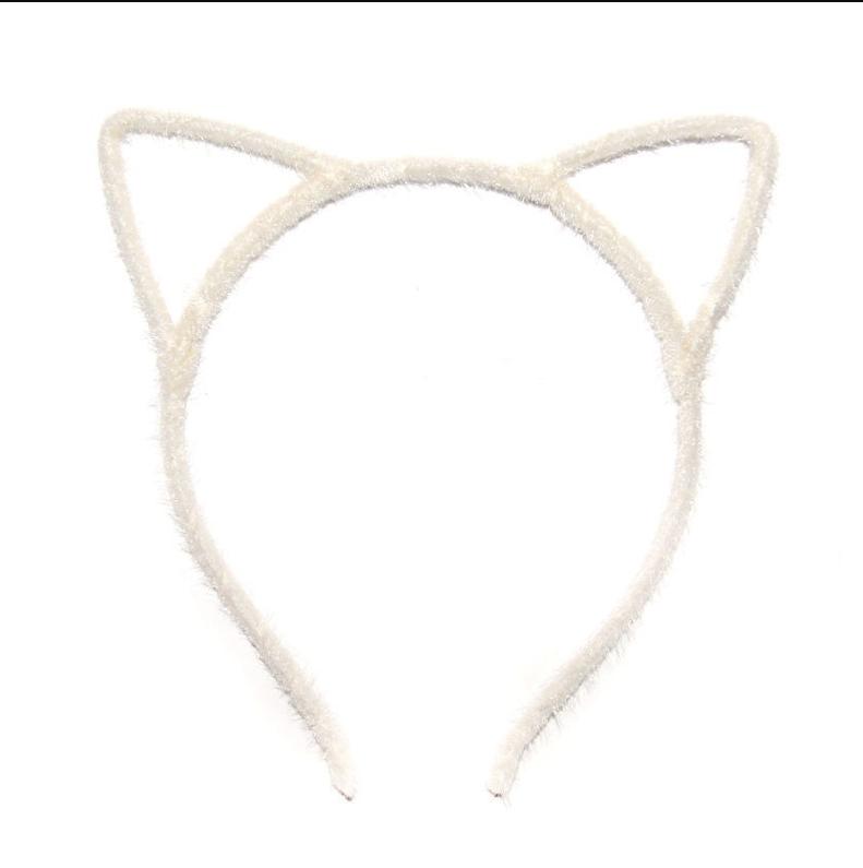 Привлекательные ушки кошки Белые