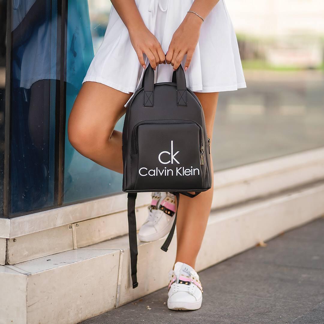 Черный женский кожаный рюкзак CK