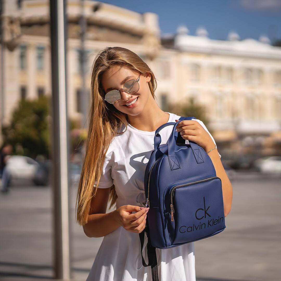 Синій жіночий шкіряний рюкзак CK