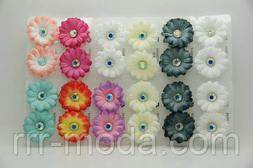 Разноцветные серьги цветы из ткани с камнями .689