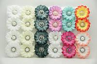 Серьги цветы из ткани с камнями бижутерия оптом .694