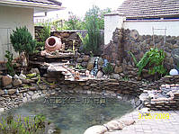 Маленький декоративный пруд. Пруд из пленки ПВХ, декорирован природным камнем.
