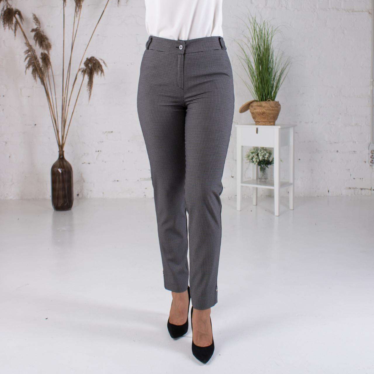 Укорочені брюки в дрібну чорну клітку