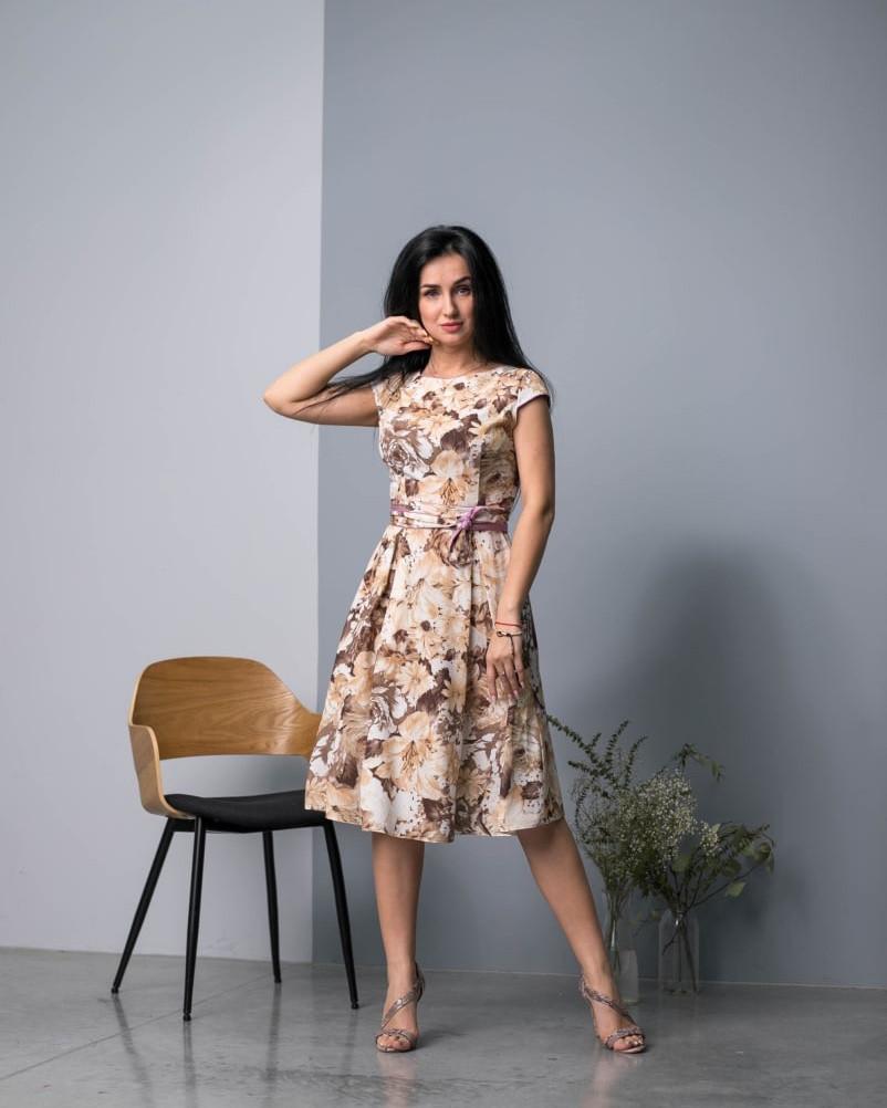 Легкое платье с бежевыми цветами