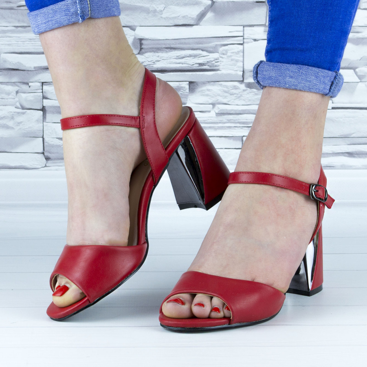 Босоножки женские красные на устойчивом каблуке эко кожа (b-688)