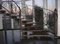 Кованная лестница в интерьере