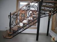 Кованые перила на лестницу в доме