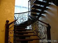 Деревянные лестницы с элементами ковки