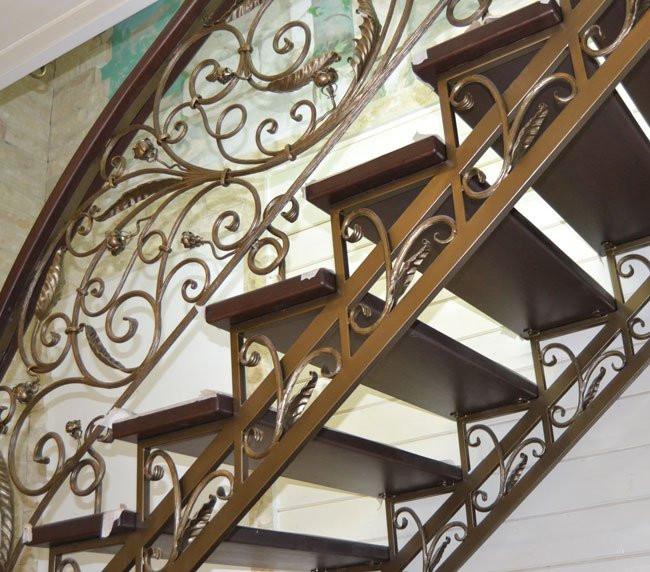 Ковка на лестнице в доме