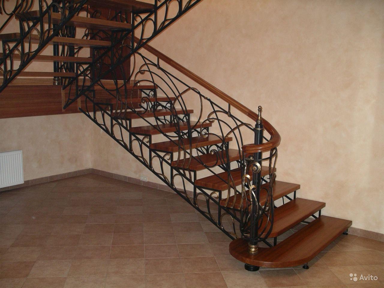 Лестница кованая белая