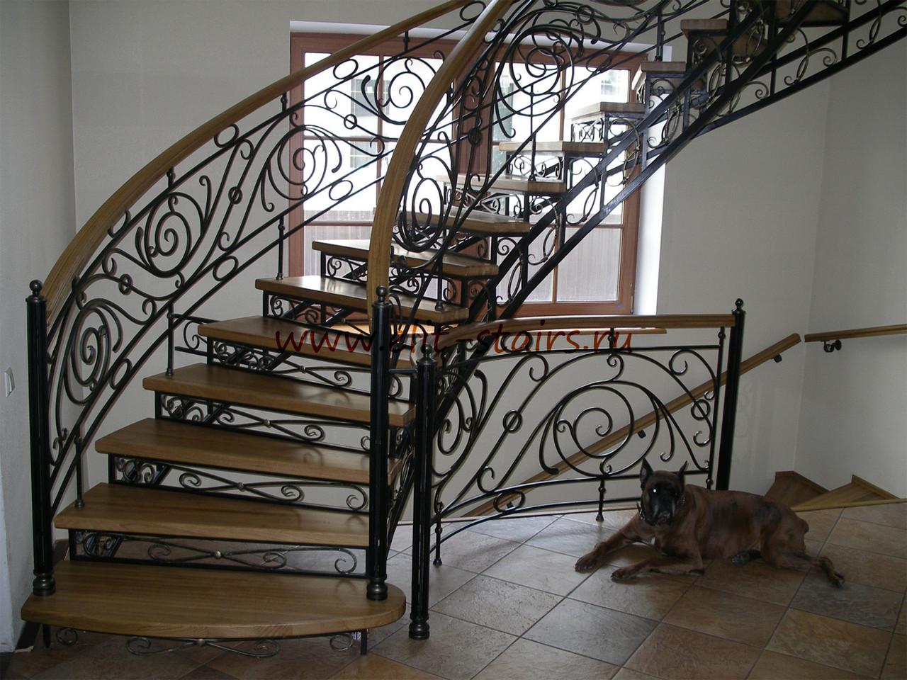 Поручни на лестнице из ковки