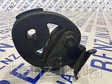 Подушка крепления выхлопной трубы Mercedes W221 A2104920444