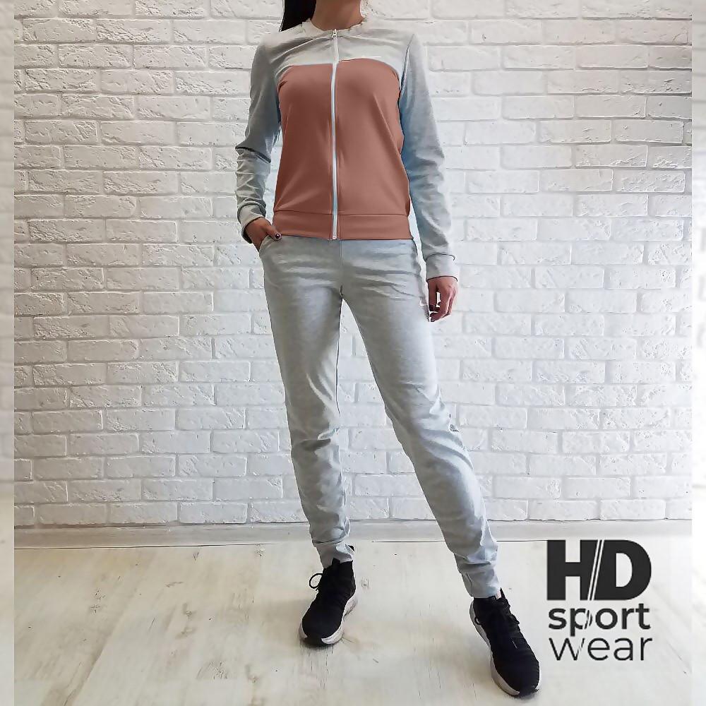 Жіночі спортивні костюми NIKE.