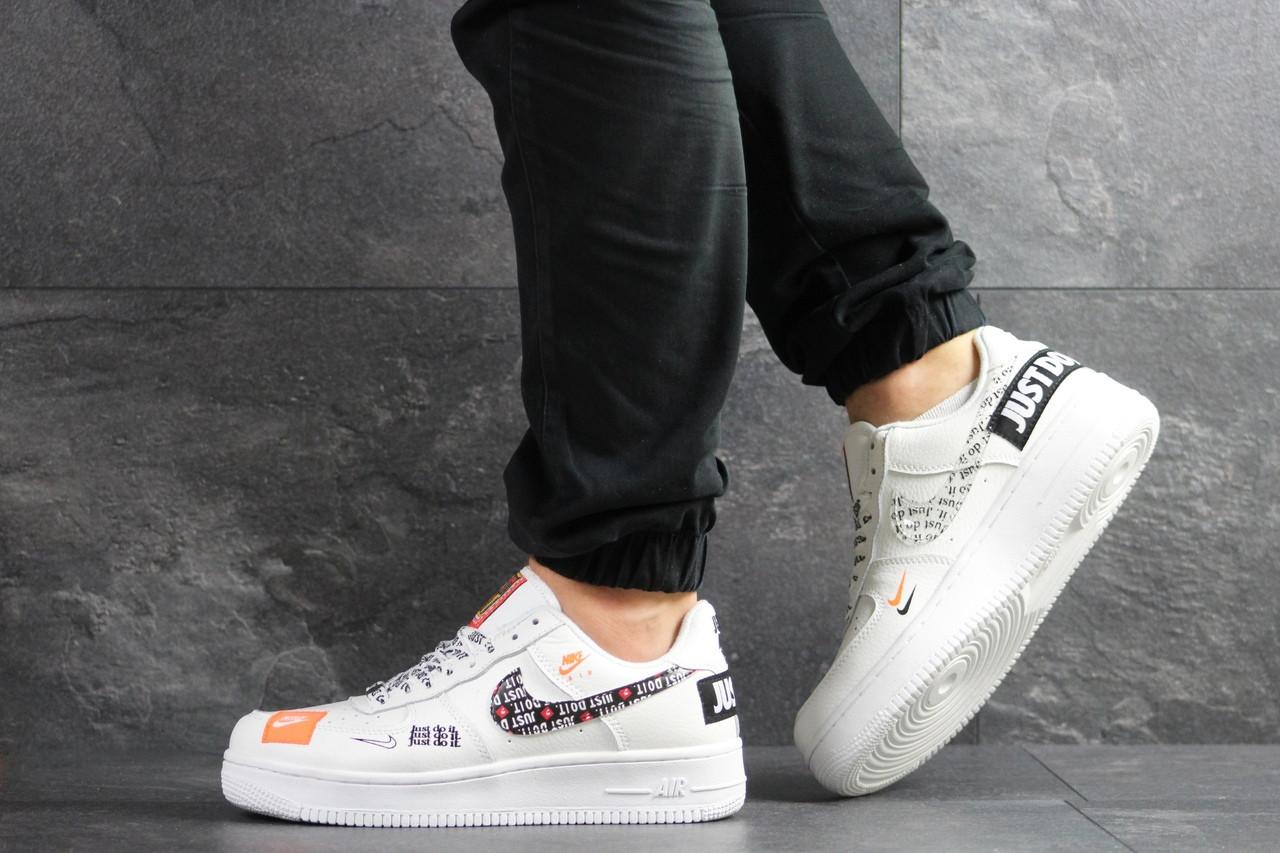 Чоловічі кросівки Nike Air Force 1 Just Do It білі з чорним