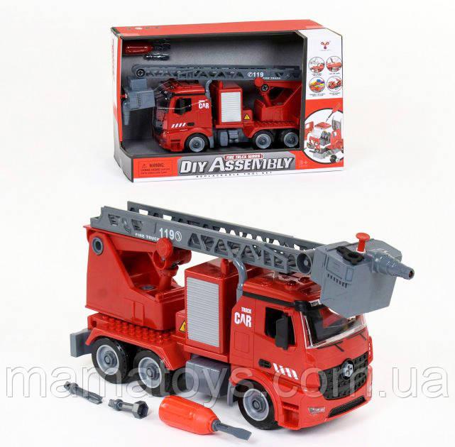 Пожежна машина - конструктор YW 9080 B бризкає водою