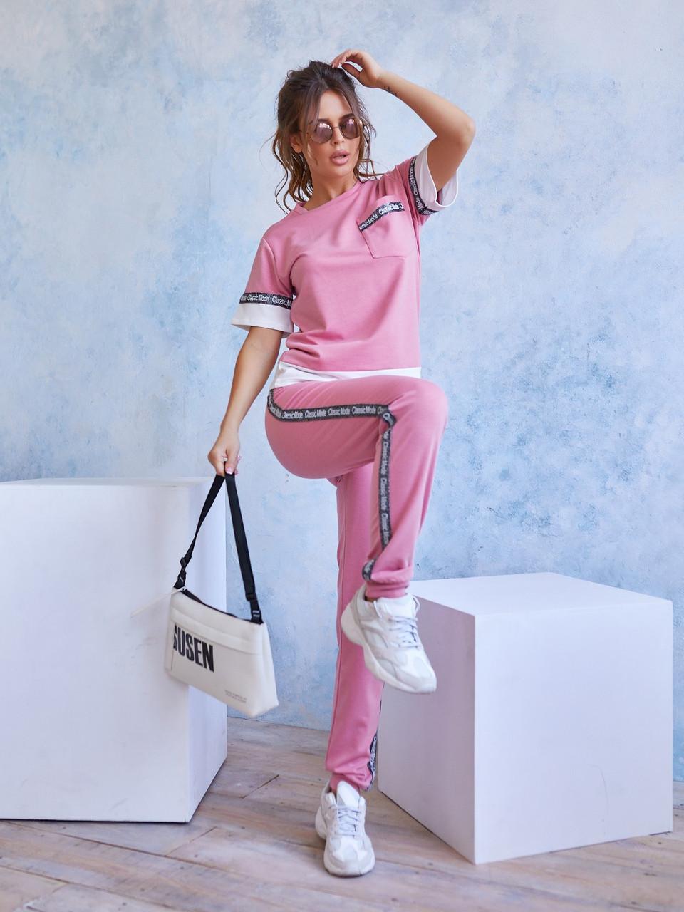 Розовый трикотажный костюм с блестящей тесьмой