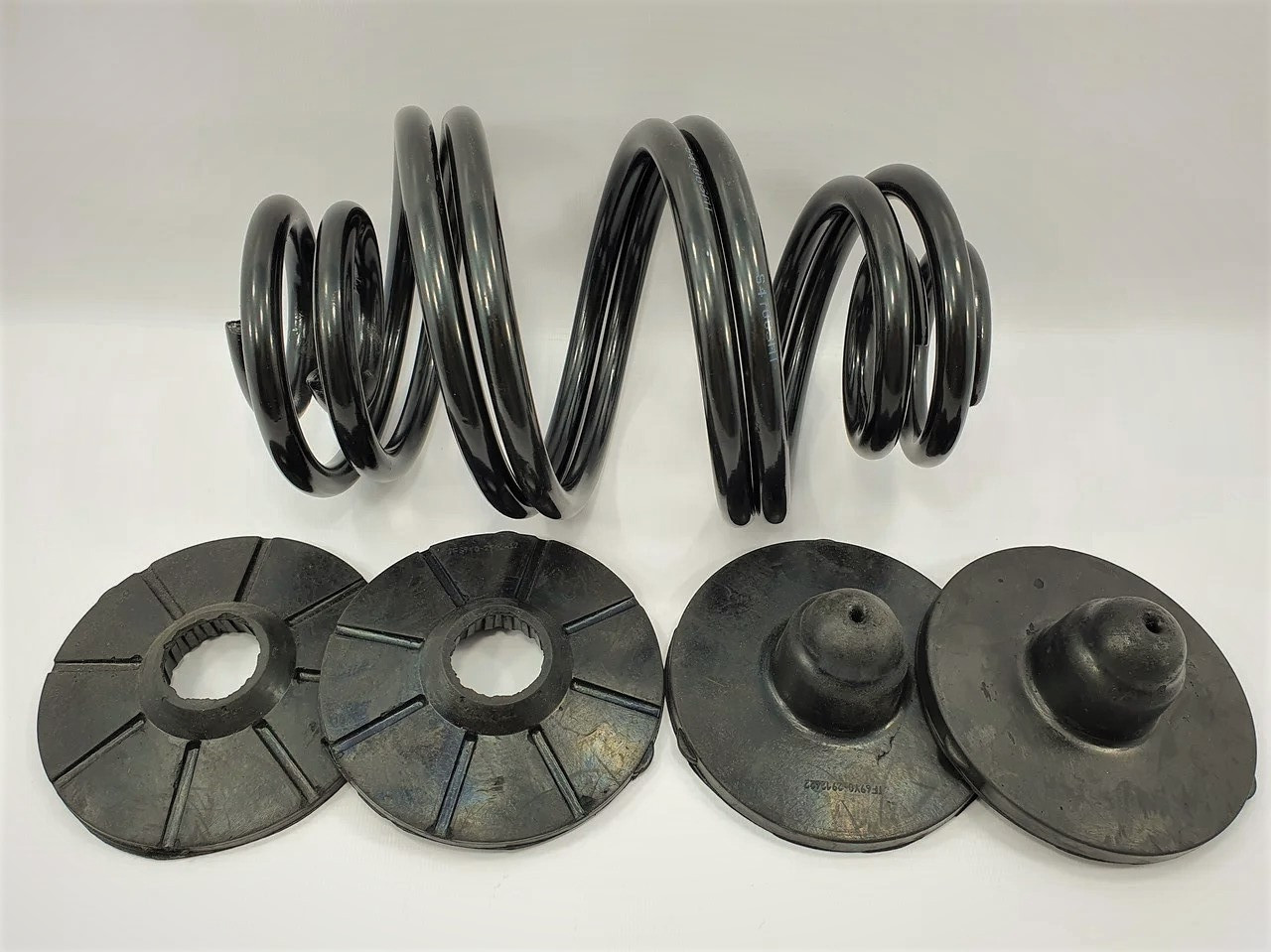 Комплект задніх пружин посилених з подушками (верх/низ) Ланос MT Польща