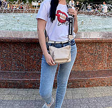 Женская бежевая кожаная сумка кросс боди (эко кожа) Kiki. Стильная сумочка кросс-боди на широком ремне, фото 2