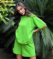 Яркий женский летний костюм с шортами и футболкой оверсайз
