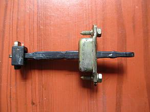 Ограничитель открывания двери передний лев=прав MR503535, MR335269 999129 Pajero Sport 00- Mitsubishi