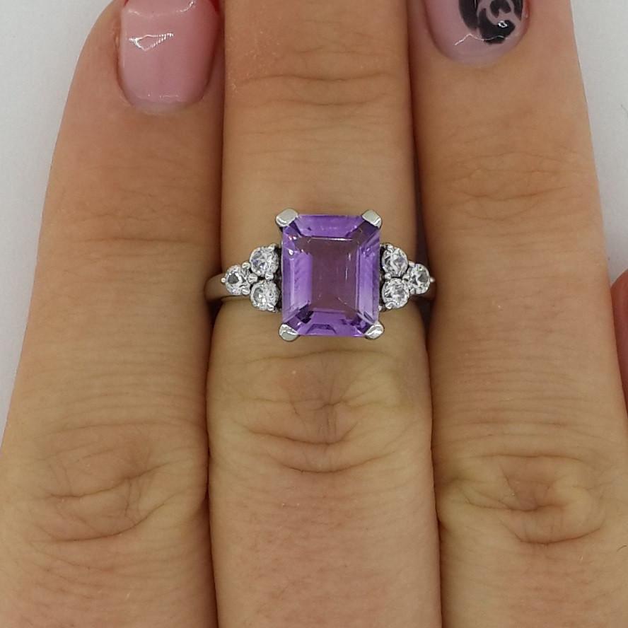 Серебряное кольцо с натуральным аметистом