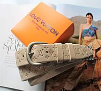 Женский кожаный ремень с тиснением Louis Vuitton бежевый