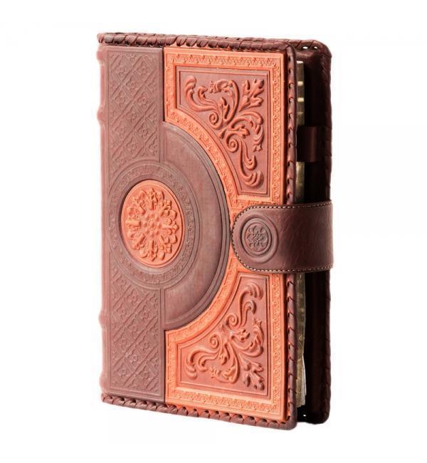 """Ежедневник А5 формата """"в кожаной обложке закрывается на магнитный клапан """"Венеция"""""""