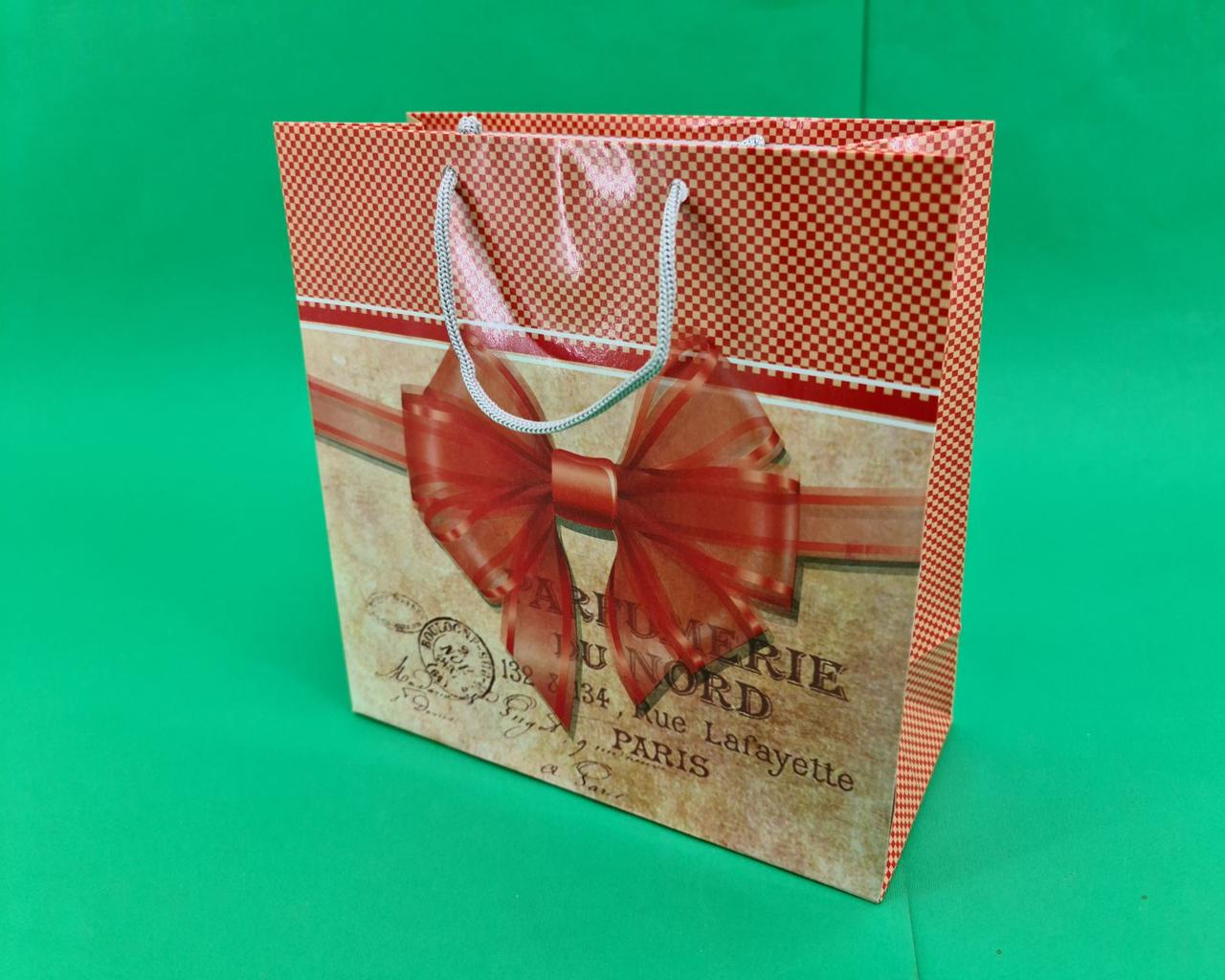 Пакет бумажный подарочный квадратный ы 23*24*10(артKV-184) (12 шт)