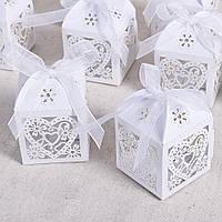 Бонбоньерки белые резные, оригинальные коробочки для конфет