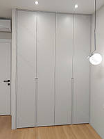 Шафа в коридор в сучасному стилі з фарбованими фасадами мдф, фото 1