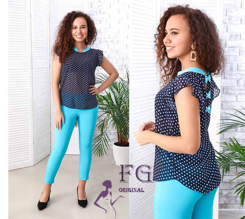 Женский брючный костюм голубые брюки-капри с блузкой