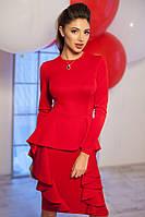 Изысканное красное платье с баской и воланами