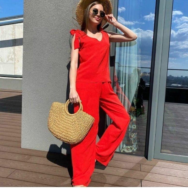 Жіночий літній костюм червоний з широкими брюками