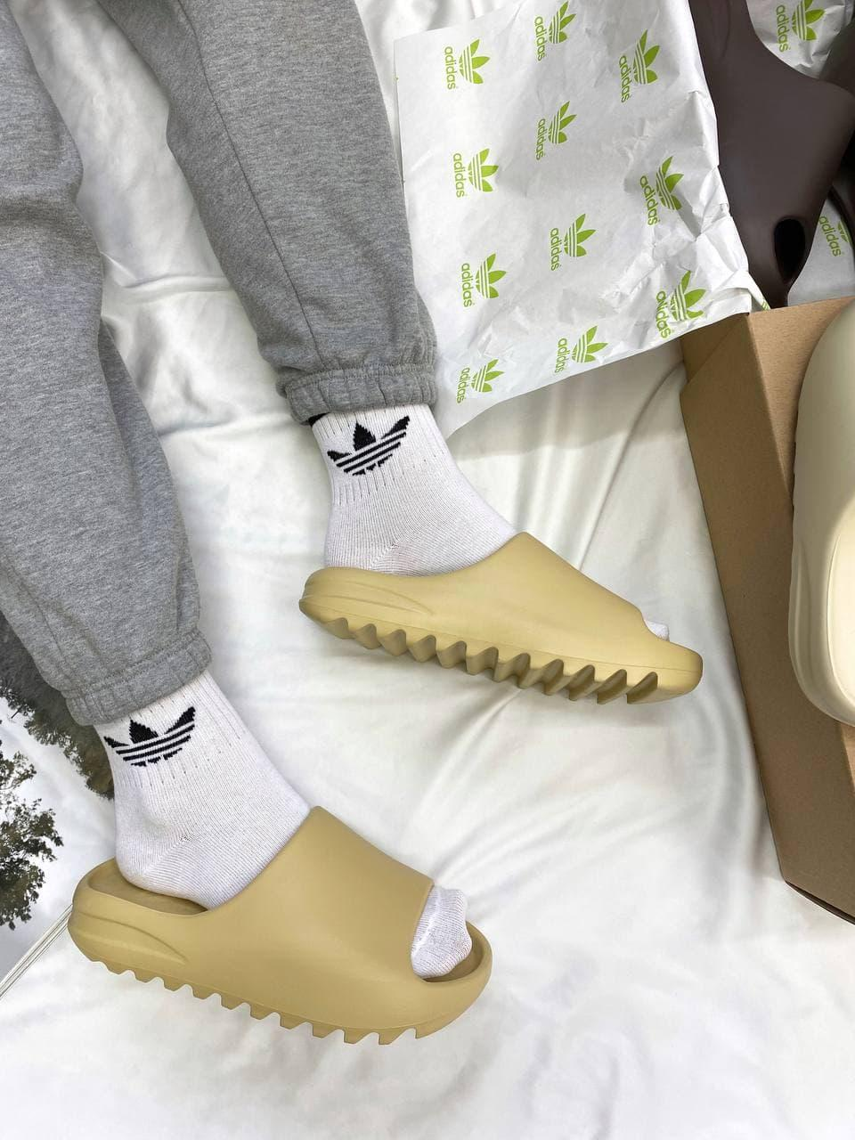 Женские шлепки Adidas Yeezy Slide Earth Bone (желтые) YE022 пляжные крутые тапочки