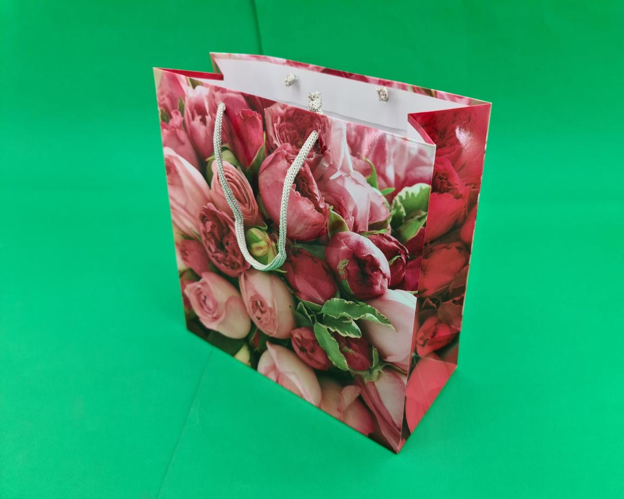 Пакет бумажный подарочный квадратный ы 23*24*10(артKV-008) (12 шт)