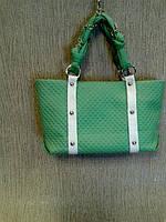 Сумка зеленая модная стеганная с цепочкой на ручках