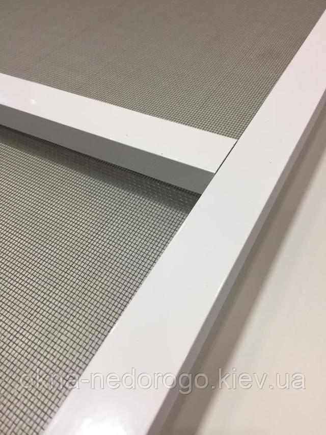 Москитная сетка на пластиковые двери фото компании Окна Недорого