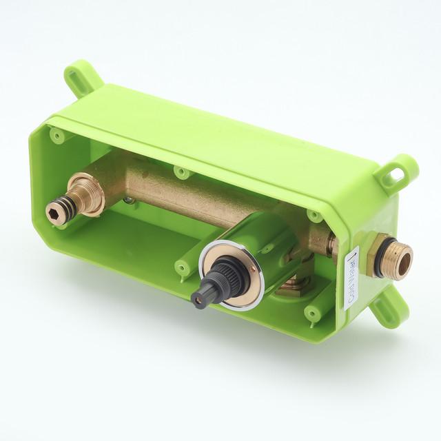 Смеситель скрытого монтажа для раковины KGR-04 с хромированной накладкой выполненной из нержавеющей стали.