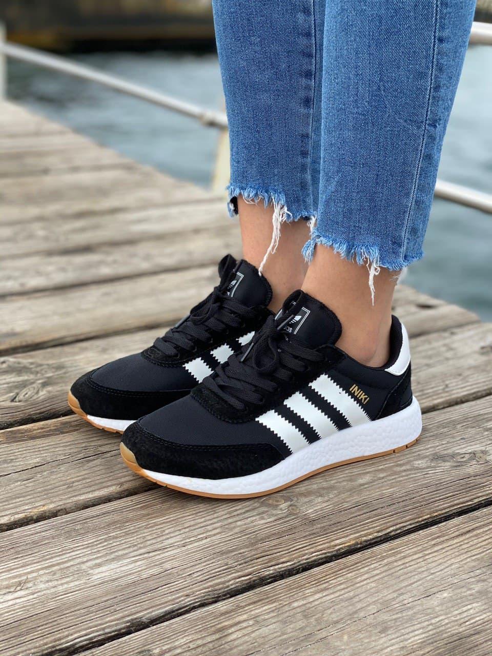 Жіночі легкі і зручні кросівки Adidas Iniki Runner Black White (Кросівки Адідас Иники чорні недорогі)