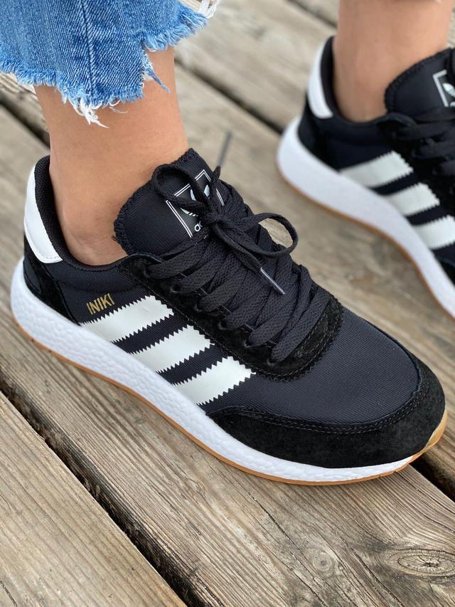 Жіночі легкі і зручні кросівки Adidas Iniki Runner Black White фото