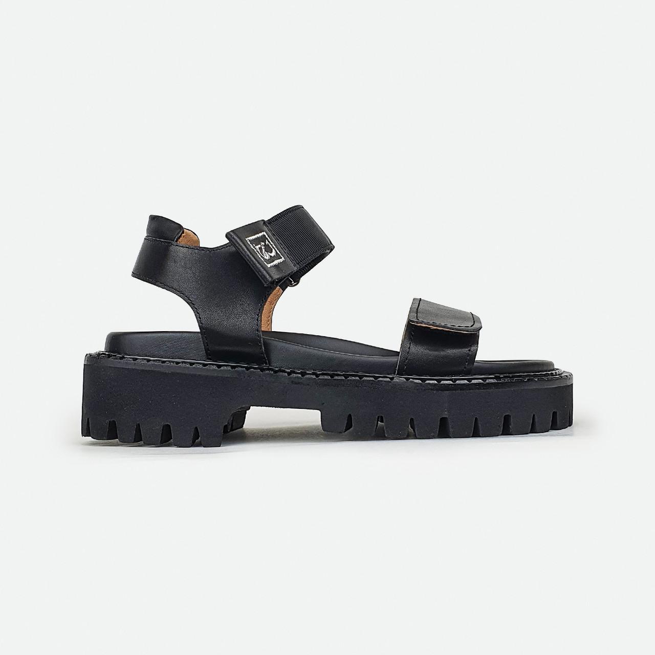 Стильные кожаные сандали на массивной подошве черные Brocoli 2082-01-A278