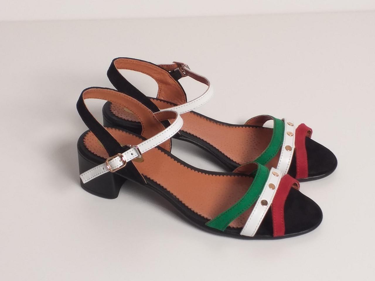 Босоножки с закрытой пяткой на каблуке красные разноцветные  р.36-40
